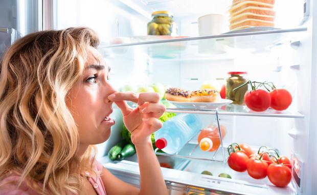 Es Stinkt Im Kuhlschrank Diese Lebensmittel Helfen Woman At