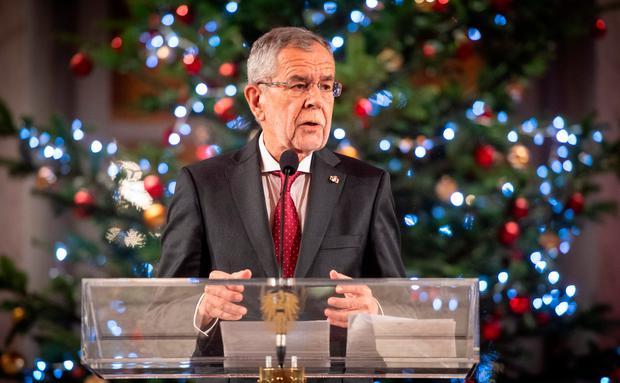 Frohe Weihnachten Wann Wünscht Man.Frohe Weihnachten Wünscht Ihr Bundespräsident Woman At