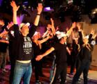 Flashmob: Big Bang Theory Cast tanzt zu Backstreet Boys
