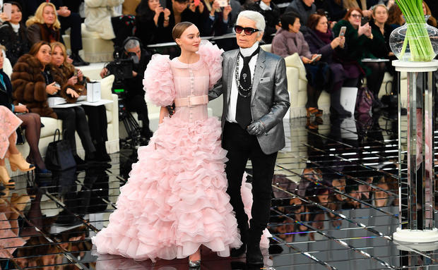 Karl Lagerfelds letzte Chanel-Kollektion: So war die Show bei der Pariser Fashion Week
