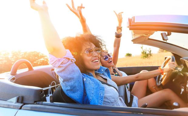Oben Ohne Durch Den Sommer So Uberlebt Deine Frisur Die Cabrio Fahrt