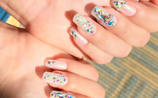 selena gomez nails diamant