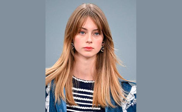 Betrug Kurzes Haar Blondine 18 Kurze