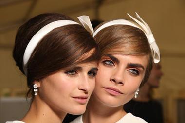 Frisuren Trend Haarband Haarreifen Mode Woman At