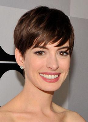 Trendfrisur: Anne Hathaways Pixie-Cut • Beauty & Wellness