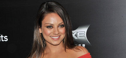 sch n wie mila kunis woman at. Black Bedroom Furniture Sets. Home Design Ideas