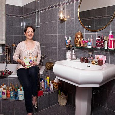 badezimmer kontrolle beauty wellness woman at. Black Bedroom Furniture Sets. Home Design Ideas