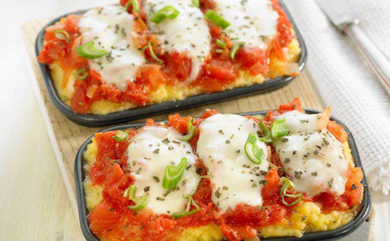 rezept knusprige polenta mit tomate und spinat woman at. Black Bedroom Furniture Sets. Home Design Ideas