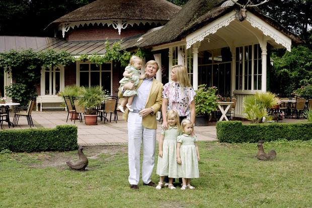 fotos der villa eikenhorst woman at. Black Bedroom Furniture Sets. Home Design Ideas