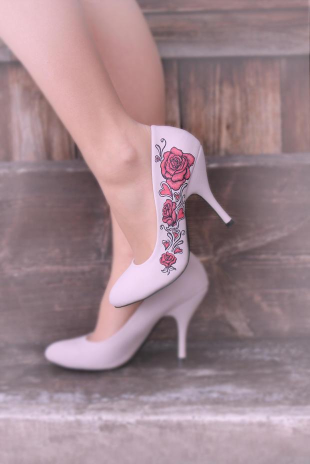 Paintedlove Ein Mann Bemalt Schuhe Woman At