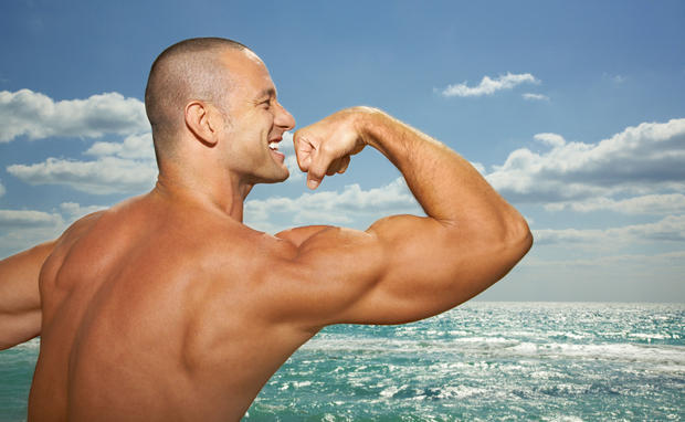 Bodybuilder am Strand