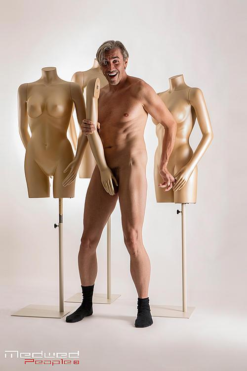 bilder von nackten männern public nude
