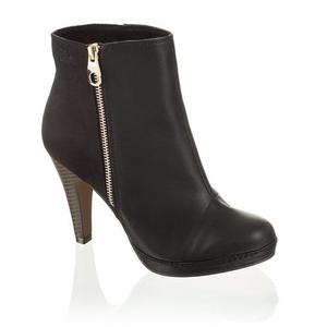 Ankle boots in Schwarz