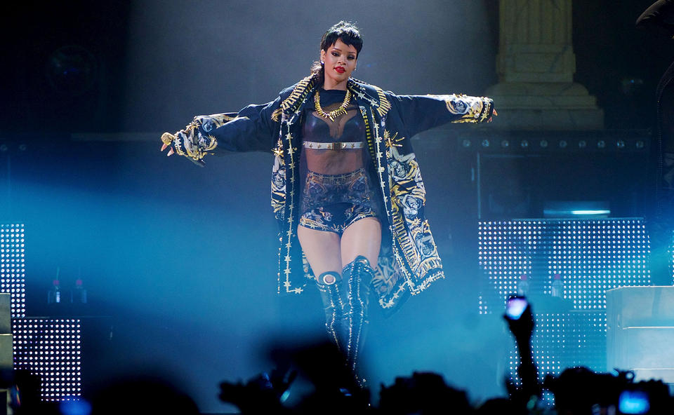 rihanna performs live in perth