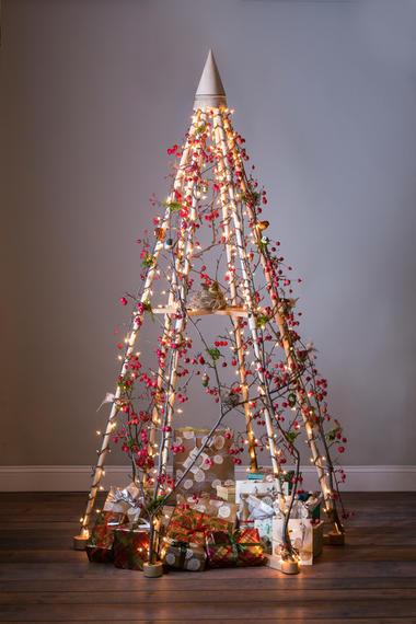 kein zelt sondern ein christbaum woman at. Black Bedroom Furniture Sets. Home Design Ideas
