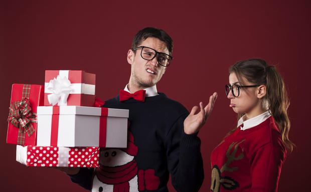 die schlimmsten weihnachtsgeschenke f r sie und ihn woman at. Black Bedroom Furniture Sets. Home Design Ideas
