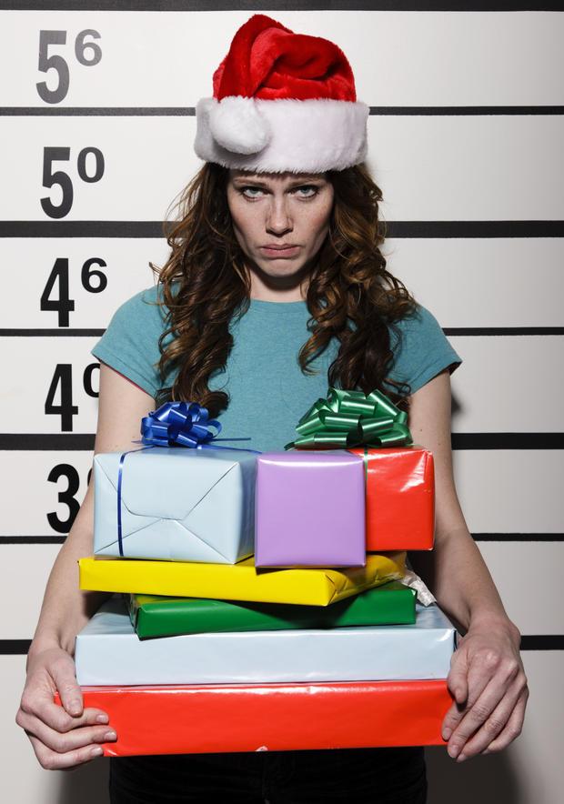 Die schlimmsten Weihnachtsgeschenke für SIE und IHN • WOMAN.AT
