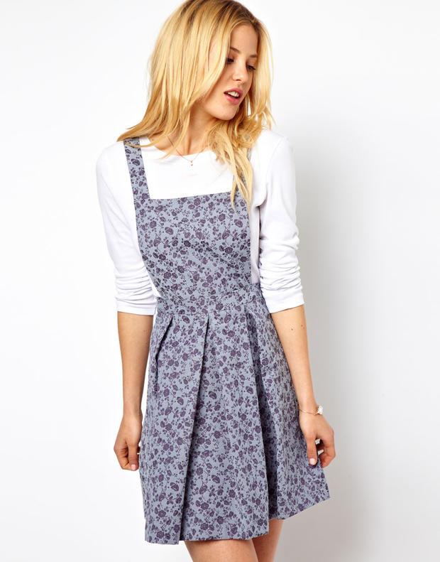 Kleid mit bluse darunter