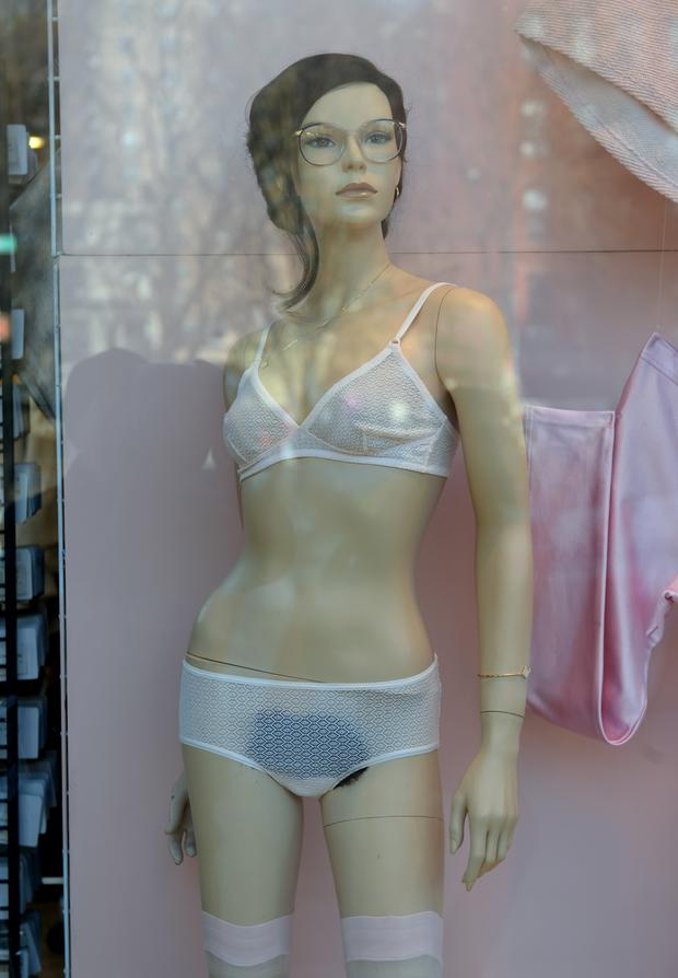 Dessous Ohne Altersbeschr 228 Nkung Woman At