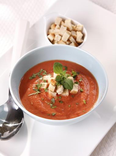 tomaten basilikum suppe woman at. Black Bedroom Furniture Sets. Home Design Ideas