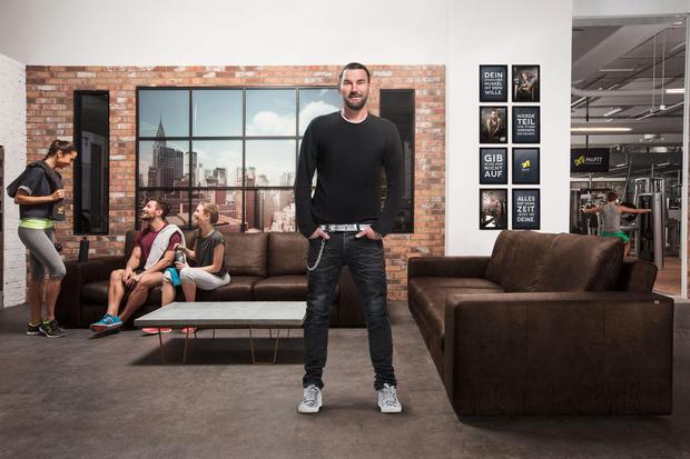 im test mcfit lugner city wien woman at. Black Bedroom Furniture Sets. Home Design Ideas