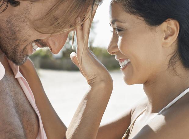 19 Signale Dass Er Dich Liebt Womanat