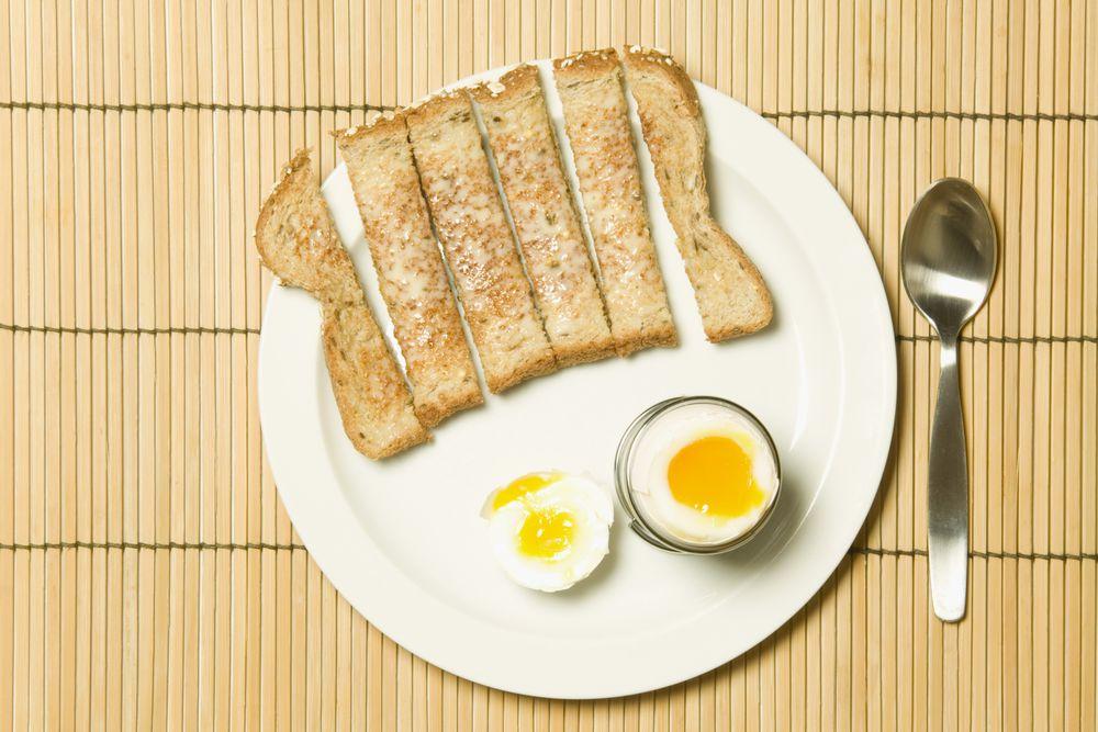 Frühstück • WOMAN AT