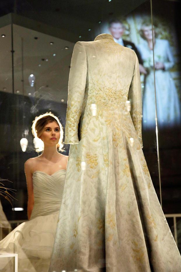 Fein Dolce Und Gabbana Brautkleid Bilder - Brautkleider Ideen ...