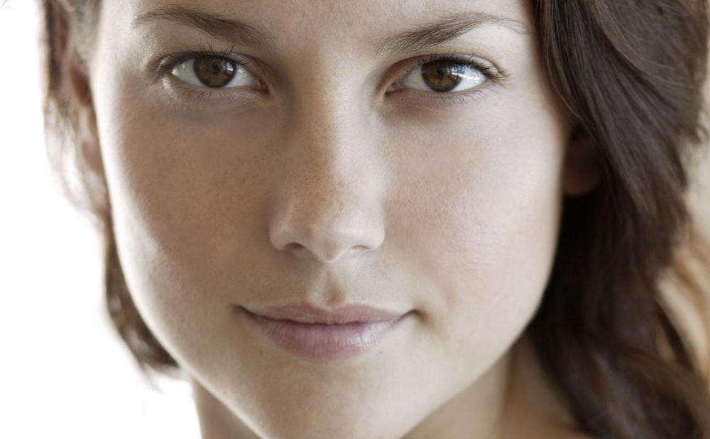 Ungeschminkt schön? Jungs lügen! • WOMAN.AT