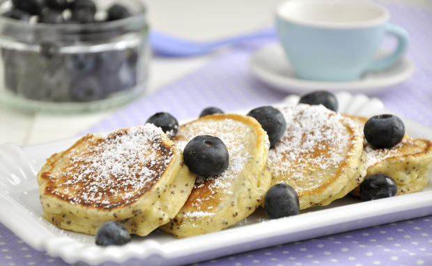 buttermilch heidelbeer pancakes, pancakes, pfannkuchen, buttermilch, heidelbeeren
