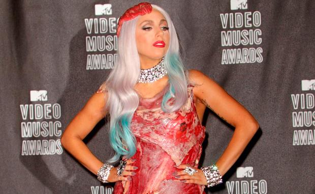 SO sieht Lady Gagas Fleischkleid heute aus • WOMAN.AT