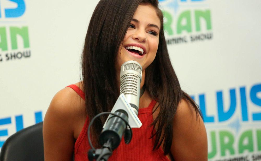 Selena Gomez Strippt Jetzt  Womanat-7261