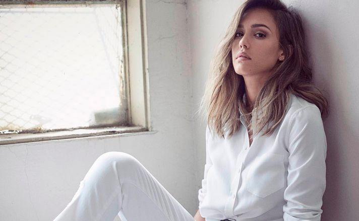 Jessica Alba nackt, Oben ohne Bilder, Playboy Fotos, Sex