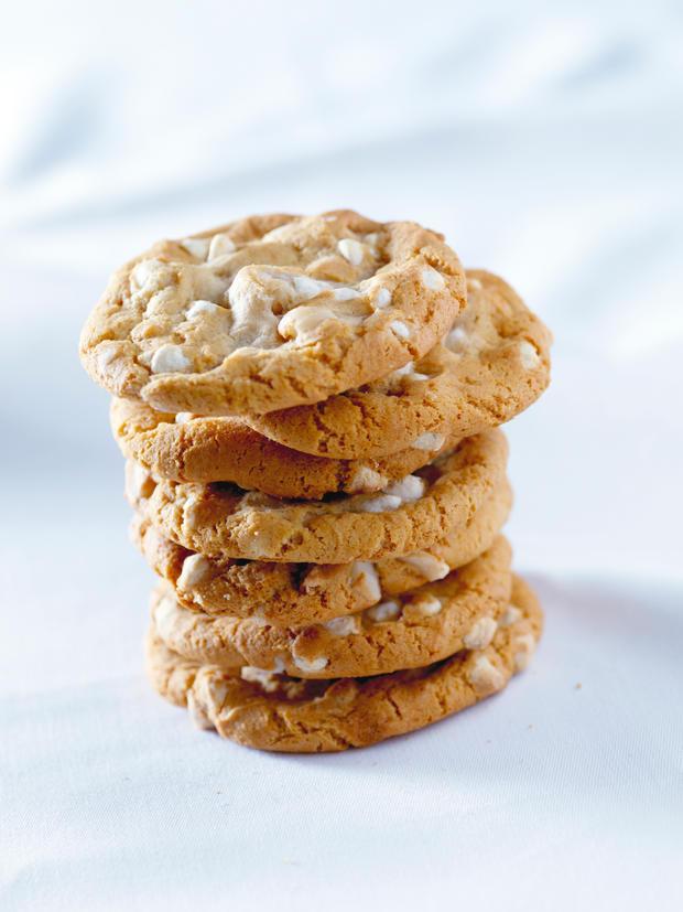 cookies mit wei er schokolade und macadamian ssen woman at. Black Bedroom Furniture Sets. Home Design Ideas