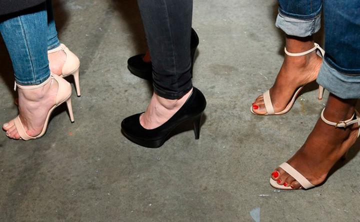 high heels so beugst du achillessehnenentz ndung vor woman at. Black Bedroom Furniture Sets. Home Design Ideas