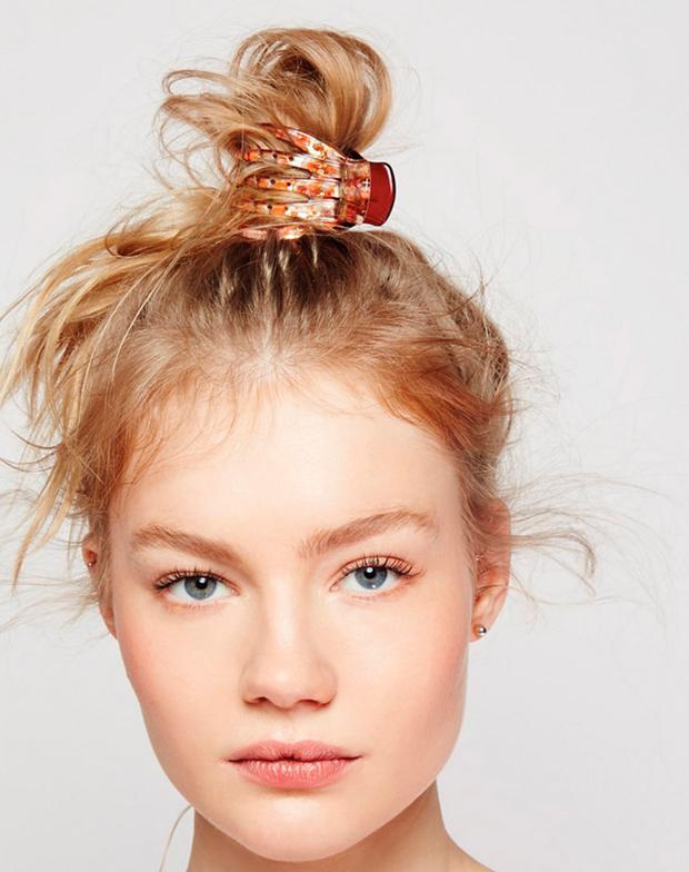 6 Easy Frisuren Fur Die Du Nur Eine Haarklammer Brauchst Woman At