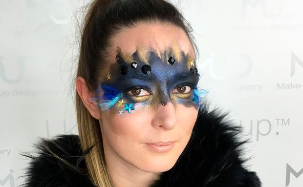 Faschings-Make-up Maske schminken