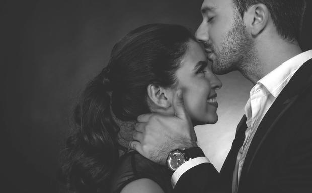 Das Bedeutet Ein Kuss Auf Die Stirn Woman At