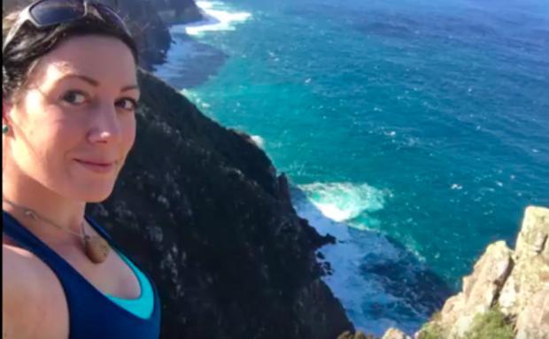Frau trug Verlobungsring ein Jahr um Hals - ohne es zu ahnen