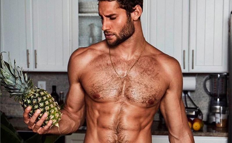 Lecker! Das ist der Nackt-Koch auf Instagram: • WOMAN.AT