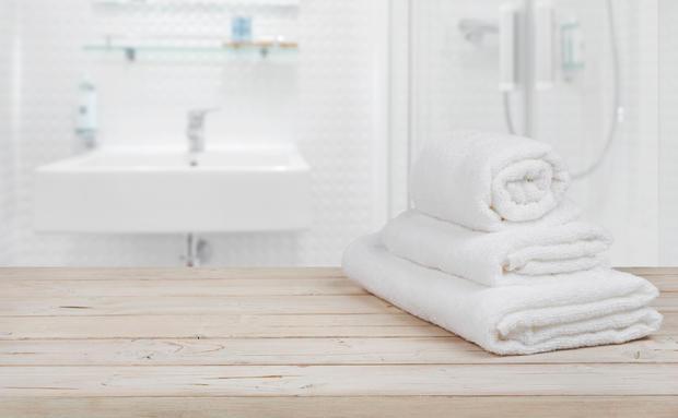 iieeks du solltest deine handt cher noch fter waschen woman at. Black Bedroom Furniture Sets. Home Design Ideas