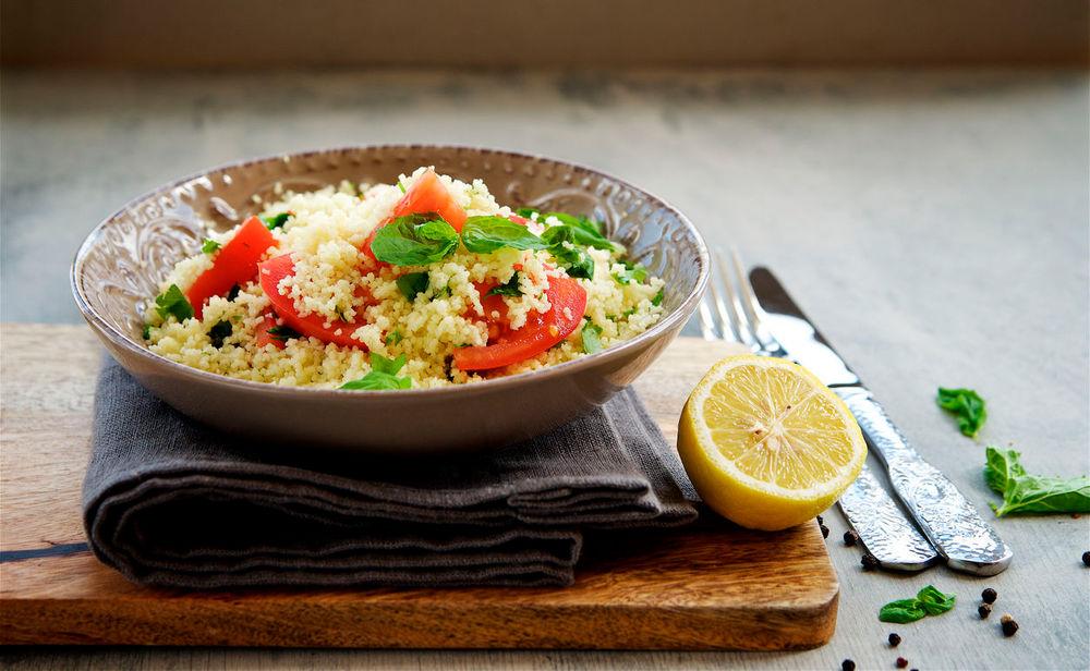rezept f r ein schnelles mittagessen couscous mit tomaten und feta. Black Bedroom Furniture Sets. Home Design Ideas