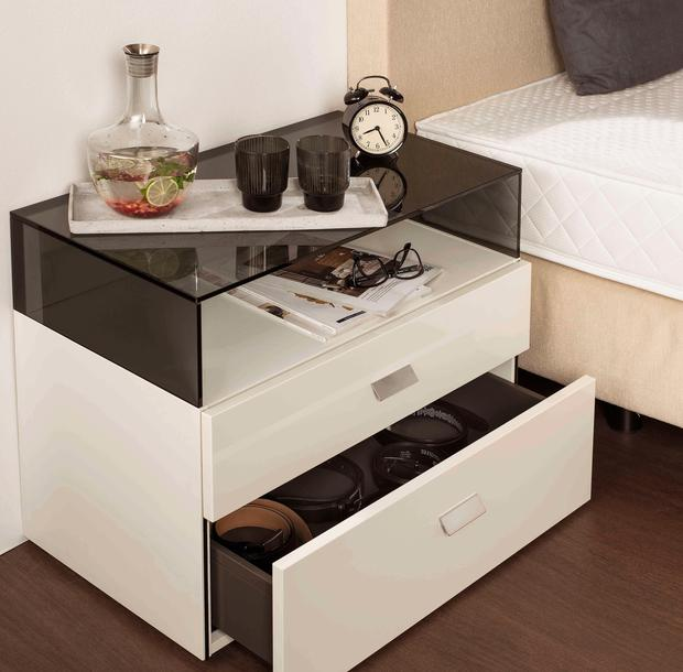 jetzt gibt s bei hofer sogar luxus betten woman at. Black Bedroom Furniture Sets. Home Design Ideas