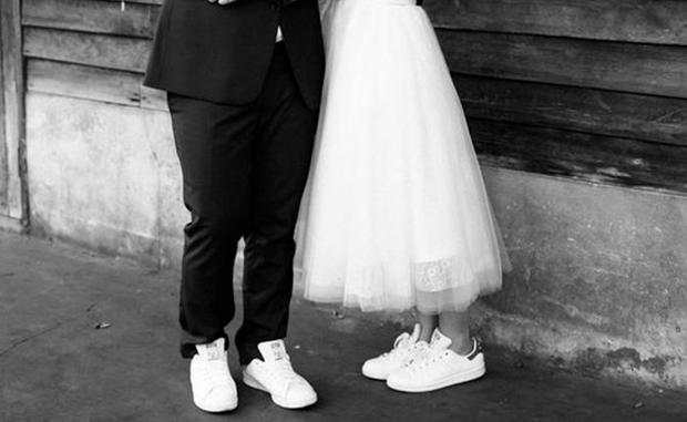 quality design 6164f 7cbcf Comfy-Chic: Hochzeit in Sneakers • WOMAN.AT
