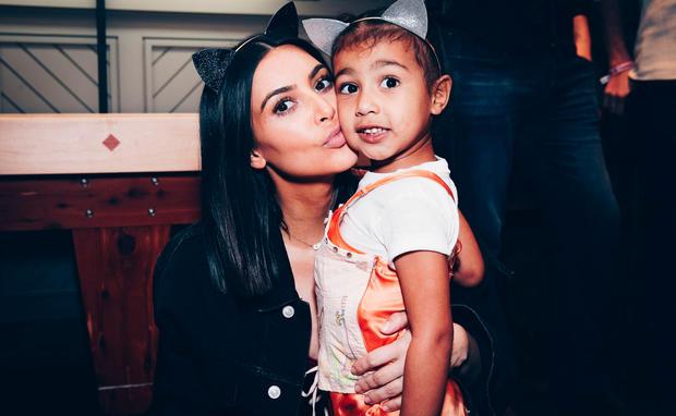 Tochter macht Oben-ohne-Bild: Ist Kardashian jetzt zu weit gegangen?