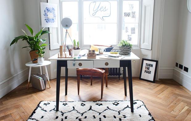 m bel online shoppen solltet ihr auch mal versuchen woman at. Black Bedroom Furniture Sets. Home Design Ideas