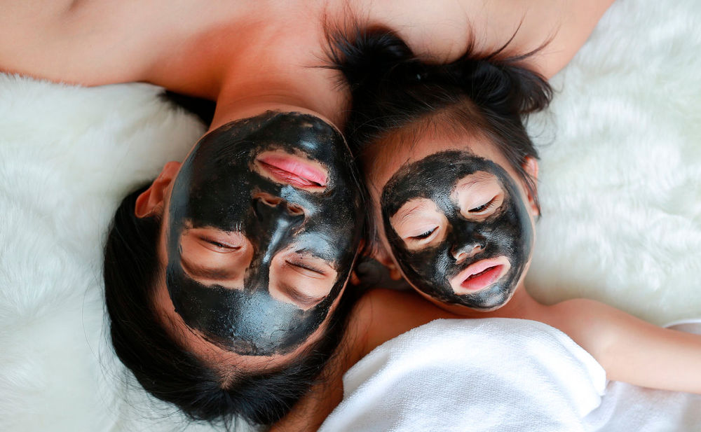 diy schwarze aktivkohle maske woman at. Black Bedroom Furniture Sets. Home Design Ideas