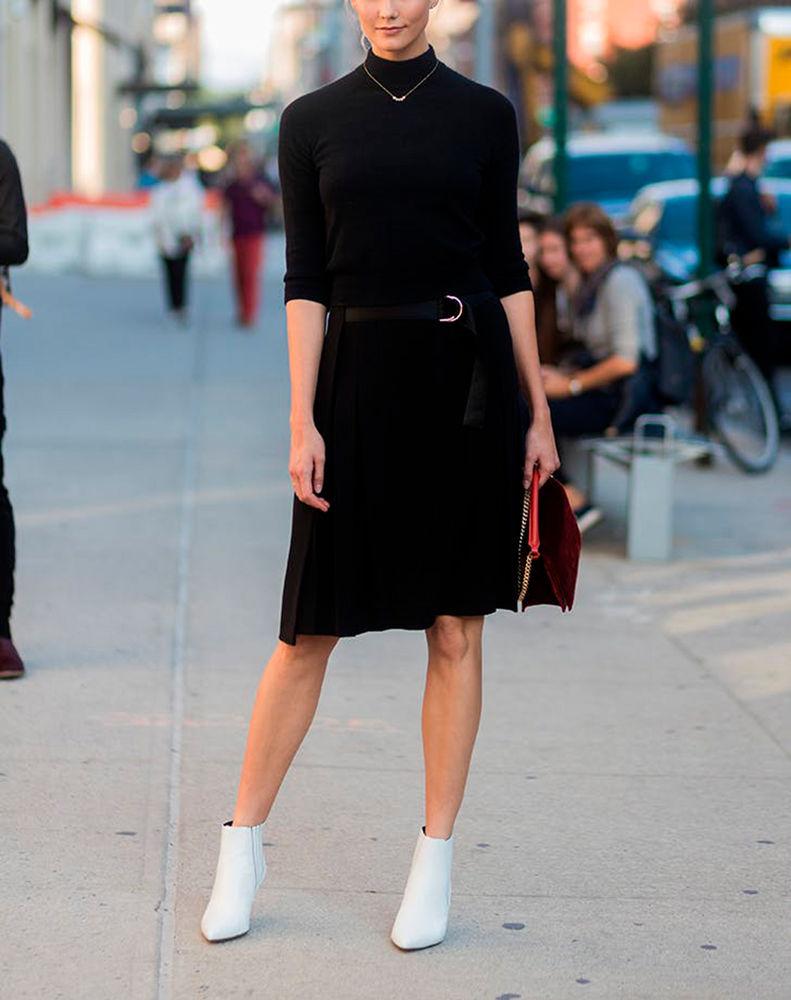 Ein schlichtes schwarzes Kleid • WOMAN.AT